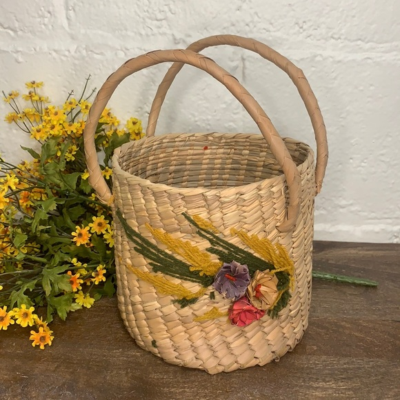 VTG Cottagecore Floral Crewel Embroidered Woven Basket w/ Handles